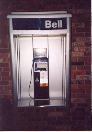 "This payphone uses coins, calling cards, credit cards.  A redbox works on it as well.</BR>Sent in by: Snoozer</BR><span class=""date-display-single"" property=""dc:date"" datatype=""xsd:dateTime"" content=""1998-06-03T00:00:00+00:00"">Jun 03, 1998</span>"