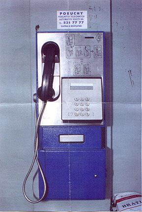 "This is the most common model of payphone in Slovakia.  The sign says Failure of a public phone to report to tel. No. 531 77 77.  This service is free.</BR></BR><span class=""date-display-single"" property=""dc:date"" datatype=""xsd:dateTime"" content=""1997-06-01T00:00:00+00:00"">Jun 01, 1997</span>"